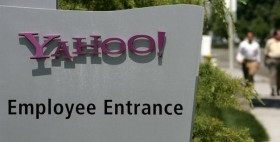 Yahoo-employee-entrance-Yahoo-About-To-Lay-Off-2000