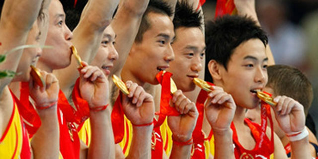 mens-gymnastics-team-winning