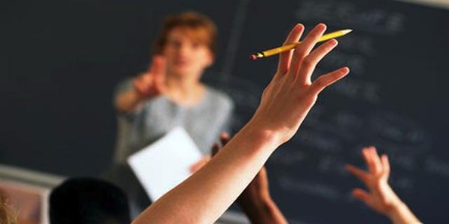 classroom_hand_raised