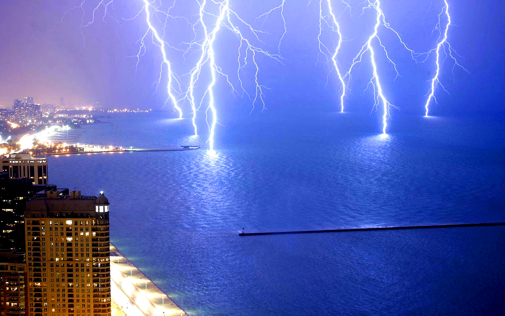 lighting-lake-michigan