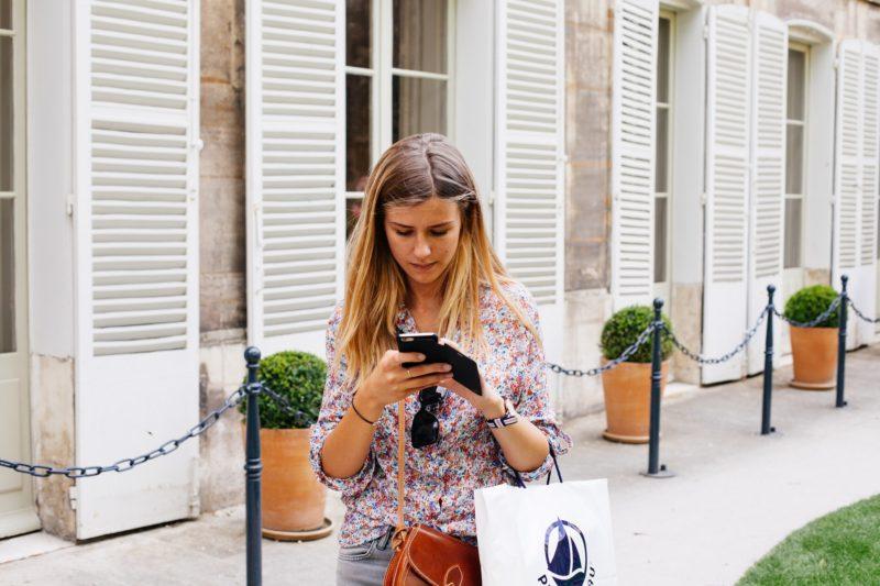 girl-mobile-shopping